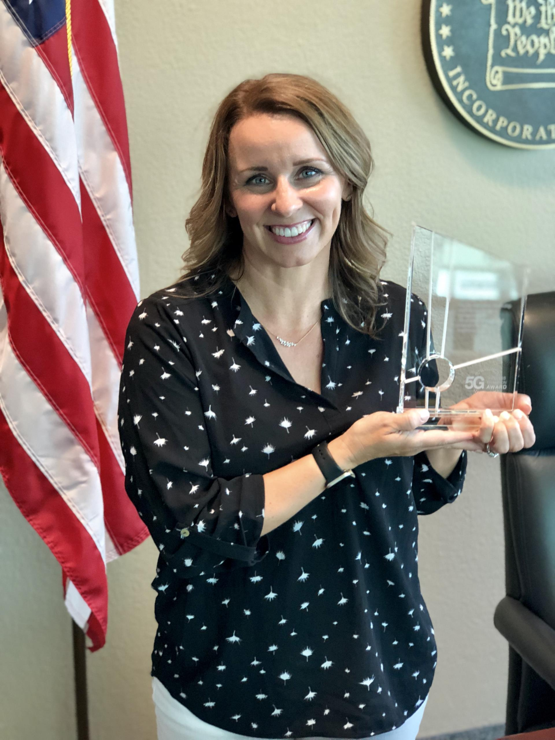 Mayor Daniels Receives 5G Award